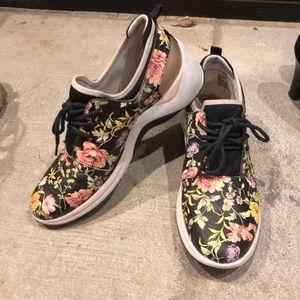 Anne Klein tennis shoes size 9
